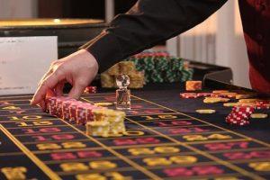 roulette 2246562  340 300x200 - Comment devenir responsable de casino ?